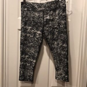 Underarmor compression Capri pants  size large